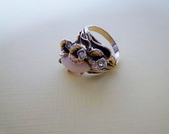 Vintage 1970s Gold Tone Lily Pad Rhinestone And Glass Ring