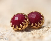 Golden stud earrings with vinous jade, gold stud earrings, bridesmaid gift, vintage earrings, jade earrings