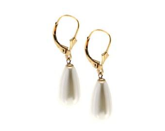 small pearl earrings- bridal jewelry- wedding earrings- classic pearl earrings- bridesmaid earrings- blush wedding jewelry