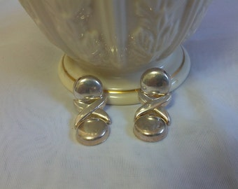 Classic hugs and kisses styled sterling silver pierced earrings
