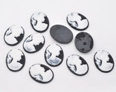 5 Cameo Cabochon Vintage Lady  Resin Oval Cameo - 28 x 21mm - WHITE on BLACK - Pack of 5.