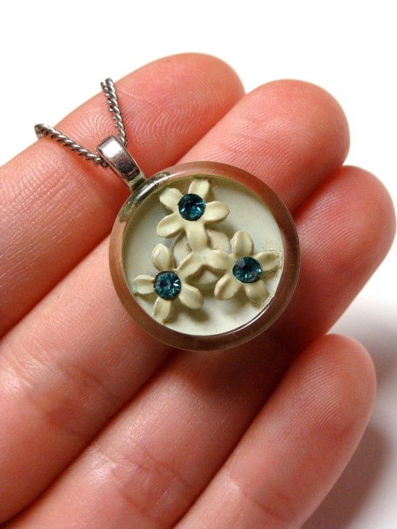 light green floral button necklace charm with three daisies