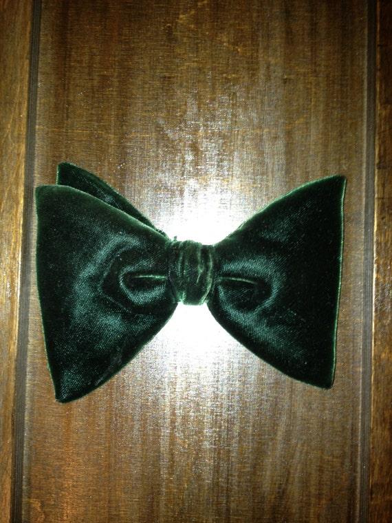 Vintage Green Velvet Clip Bow Tie