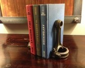 Piston rod book ends