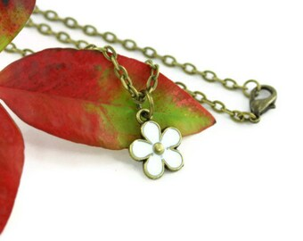 Daisy Necklace White Flower Power Child Spring Retro 60s Inspire Woodland Nature Floral Minimalist Simple Boho Hippie Hippy Bohemian Jewelry