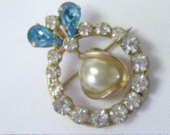 Vintage TRU KAY Gold Filled Circle Wreath Brooch With Swinging Pearl Pin Pendant