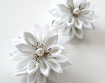 White Kanzashi  Fabric Flowers. Set of 2 hair clips.
