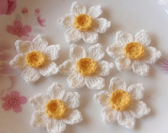 6 Crochet  Flowers (Daffodil) In 1-1/2 inches YH - 122