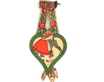 Kissing Couple Vintage Pin - Heart Pin - Love Gift - Valentines Gift - German Folk Art - Bavarian Folk Art - German Tinnie