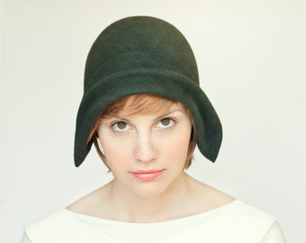 Green  felt cloche vintage style handmade hat, gatsby style women hat