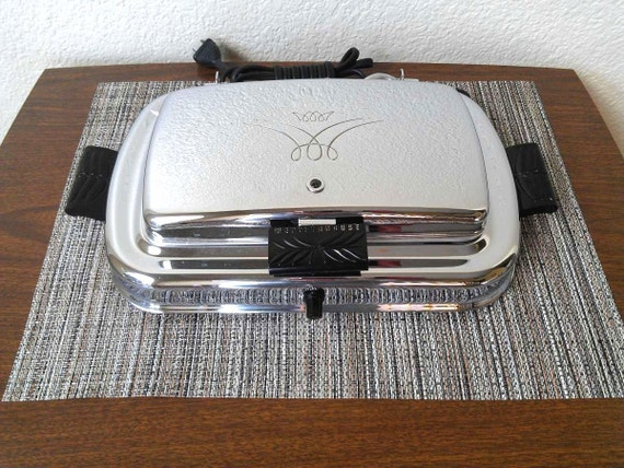 1950s Westinghouse Adjust-O-Matic SG-501 Sandwich Grill and Waffle Iron