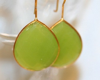CHALCEDONY LIME EARRINGS, lime green earrings, green earrings, bezel set gold earrings, lime earrings, green dangle earrings