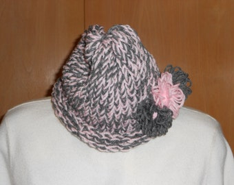 Gorgeous pale pink and light gray spring hat.