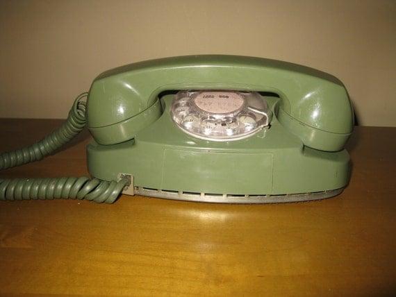 RETRO 1960s/70s avocado green PRINCESS phone by oakiesclaptrap