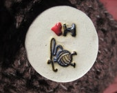 One 'I Love Knitting / Crocheting ' Handmade Ceramic Pin on Style Button