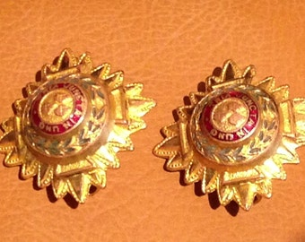 """Vintage WWII Army Officers Badges """"Tria Juncta Uno""""  PIPS or Sweet-heart Jewellery"""