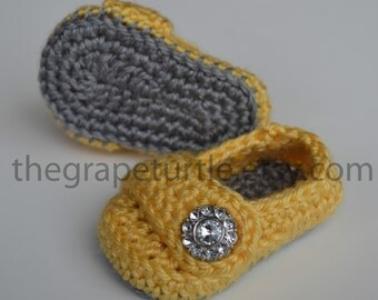 Baby Infant Girl Shoes, Crochet Baby Shoes, Baby Shoes, Baby Booties, grey/yellow, Newborn to 24 months, Photo Prop