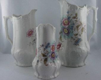 BIEDERMEIER: 3 ancient jugs of porcelain / stoneware with floral decor. Probably Biedermeier. VINTAGE