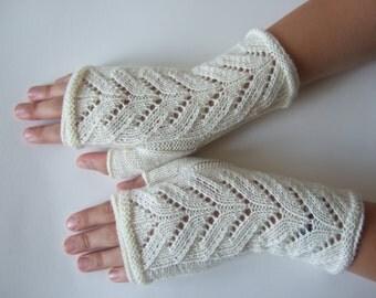 Knitted of 100 % MERINO wool. Cream fingerless gloves, wrist warmers, fingerless mittens. Handmade.