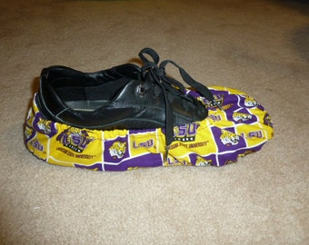 Pair of Bowling shoe covers or dance shoe covers with carry bag.