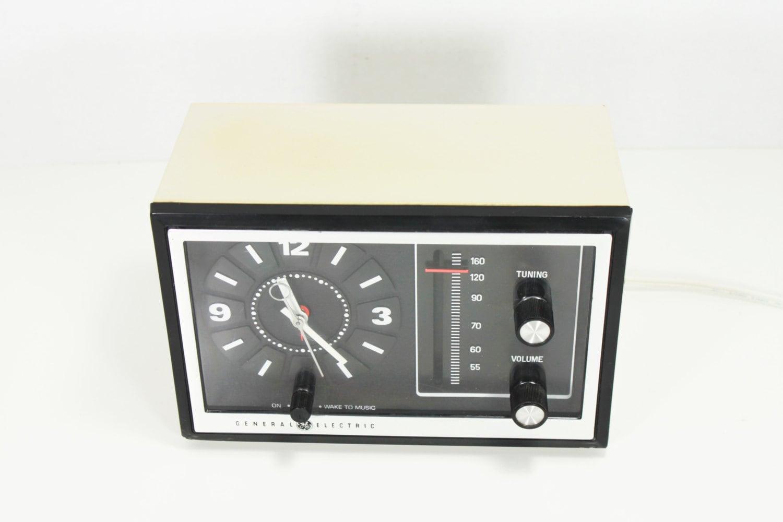 Electric Alarm Clock ~ Vintage general electric analog alarm clock radio by