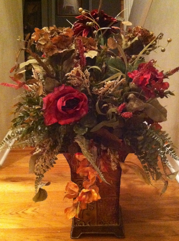 Extra large foyer floral arrangement by designtwentyninesc for Foyer flower arrangement