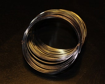 one continuous roll of memory wire for making bracelets. 5.5 cm in diameter, 1.0 mm wire, heavier wire for  heavier and bigger beads, black