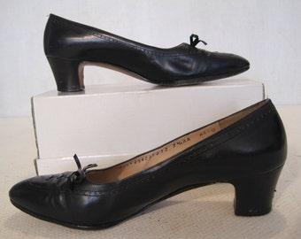 Woman's Shoes Salvatore Ferragamo Size 7.5AA Black Vintage
