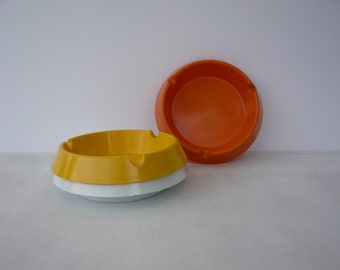 Set 3 Stackable Ashtrays of Different Colors from 1980s