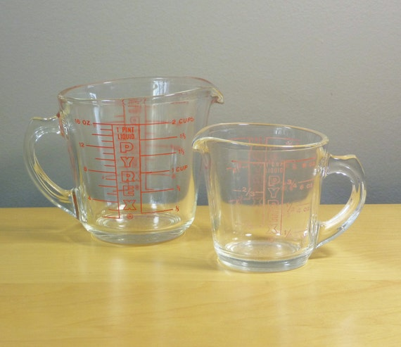 glass pyrex measuring cups with d handle 508 1 by thegreenfinch. Black Bedroom Furniture Sets. Home Design Ideas