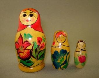 Vintage old set of 3 Russian Soviet Nesting Dolls Kirov  - USSR
