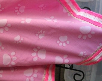 B-017 Pink Paw Print Fleece Blanket