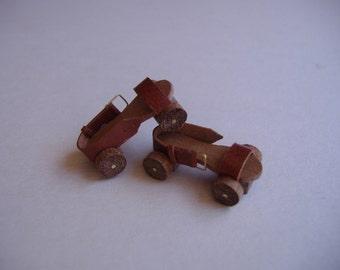 Vintage Roller Skates - Patines vintage. 1:12 scale dollhouse miniature.
