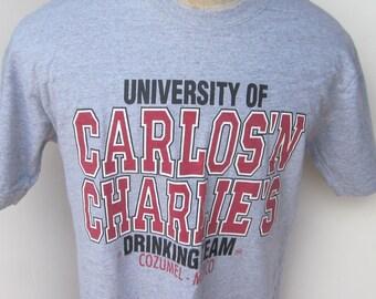 Tee Shirt Vintage  90's -University of Carlos 'n Charlies Drinking Team-Cozumel, Mexico