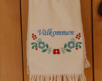 Embroidered Valkommen Flowers Swedish Towel (#30)