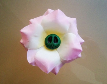 flower hair clip with green glitter skull