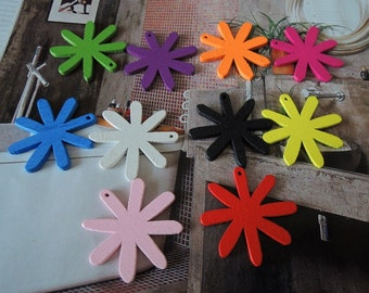 20 pcs 27x27mm Mixed Color cut  Wood flower Beads  for  your handmade (W130)