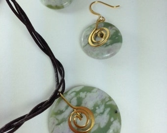 Peace jade donut necklace with earrings