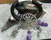 leather bracelet - leather charm bracelet - bracelet dragonfly - bracelet owl - bracelet cat - unique bracelet - black leather bracelet - - thebeachgirls