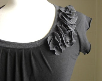 Black shirt short sleeve t-shirt flower petal corsage embellished shirt scoop neck blouse raglan sleeve tee cap sleeve top - Made to Order