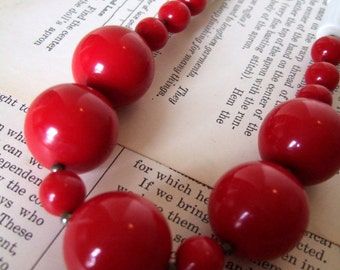 SaLe VINTAGE Red and White BEADED Necklace