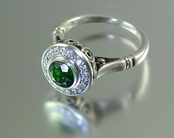 THE SECRET DELIGHT silver ring with Chrome Diopside