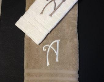 BATH TOWEL Curly Q Font
