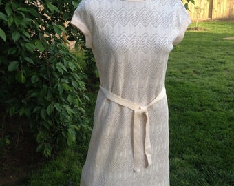Vintage 1960s Era Pale Pink Knit One Piece Dress with Knit Stretch Belt and Cap Sleeves