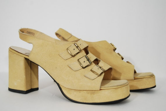 vintage 1970s / suede / platforms / sling back / three buckle / sandals / yellow / size 8.5