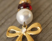Whimsical pearl and bow necklace