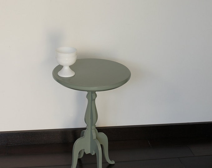 round accent side table