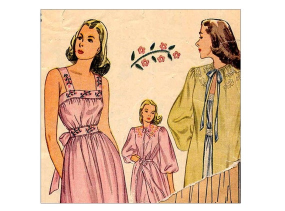 1940's Lovely Nightgown and Negligee Vintage Sewing Pattern with Transfer Simplicity 1798 Bust 34