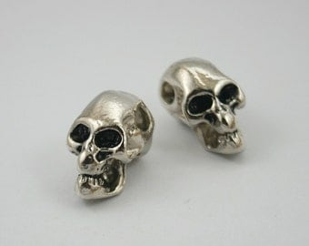 2 pcs.Zinc Silver Tone Skull Head Beads Charms Pendants Decorations Findings 16 mm. HV5