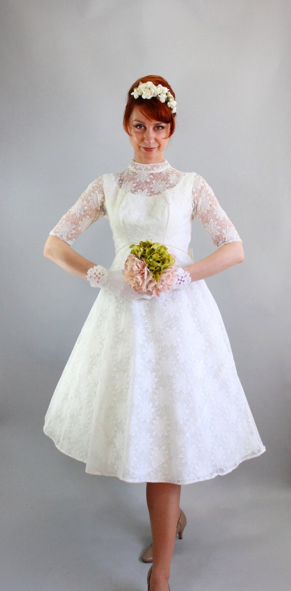 Sale Vintage 1960s White Lace Short Wedding Dress. by gogovintage